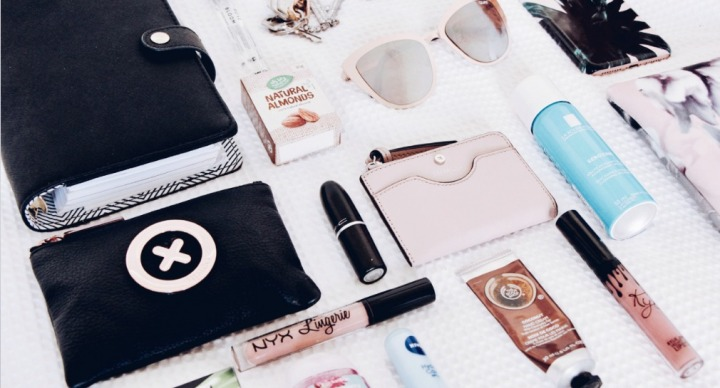 5 things you should carry in your handbag
